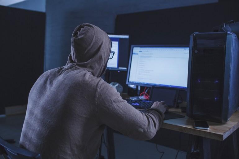 برامج التجسس البريطانية تلاحق معارضين بالإمارات ودول أخرى (غيتي)