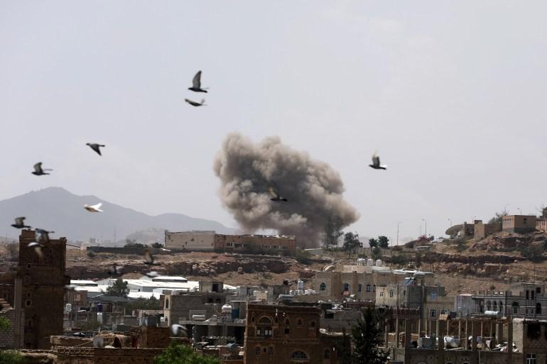 صنعاء تعلن استئناف العمل لجميع الموظفين الدولة وتشدد على الاجراءات الاحترازية