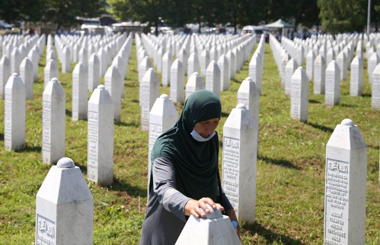عائلات كاملة أبيدت في المجزرة (رويترز)