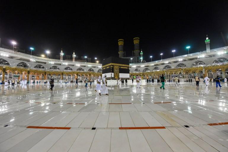 بعد توقف 7 أشهر.. السعودية تفتح أبواب العمرة قريبا
