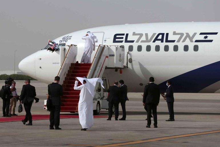 الطائرة تحمل وفدا لوضع اللمسات الأخيرة على التطبيع الإماراتي الإسرائيلي (رويترز)