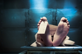 بعد العملية أعلن الأطباء أن المريضة فقدت الوعي، ثم بعد 30 دقيقة من محاولات إنعاشها اعتقدوا أنها فارقت الحياة. (شترستوك-صورة تعبيرية)