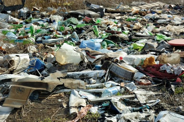 إنزيم فائق جديد يأكل الزجاجات البلاستيكية أسرع بـ6 مرات من ذي قبل
