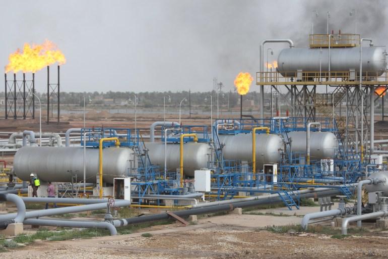 كميات كبيرة يتم حرقها من الغاز المصاحب في حقول النفط العراقية (رويترز)