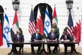 ترامب لم يأل جهدا لكسب ود اليهود، وآخر ذلك جهوده التي أثمرت تطبيع إسرائيل مع الإمارات والبحرين (الأناضول)