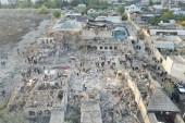 إحدى المناطق التي تعرضت للقصف أمس في غنجه (الأناضول)
