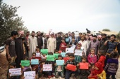 مظاهرة في إدلب السورية ضد مواقف ماكرون من الصور المسيئة للرسول (وكالة الأناضول)