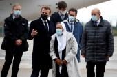 بترونين كان في استقبالها الرئيس الفرنسي ووزير خارجيته (رويترز)