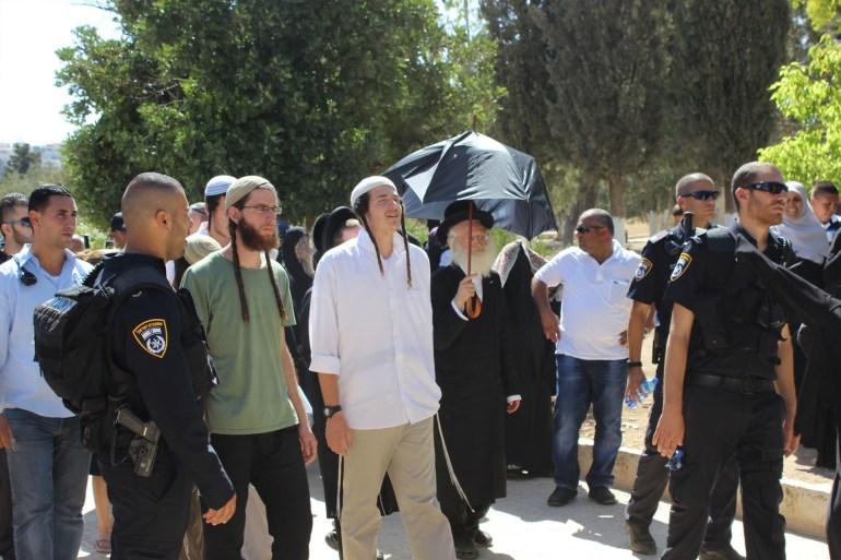 المسجد الأقصى القدس المحتلة مجموعة من المستوطنين المتطرفين أثناء جولة اقتحام للأقصى بحماية شرطة الاحتلال(الجزيرة نت)