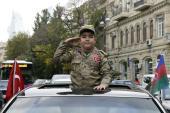 طفل من أذربيجان يحتفل بالنصر على أرمينيا (الفرنسية)