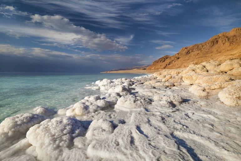 يشكل ظاهرة فريدة على مستوى العالم.. هل يفقد الأردن البحر الميت؟ | أردن |  الجزيرة نت