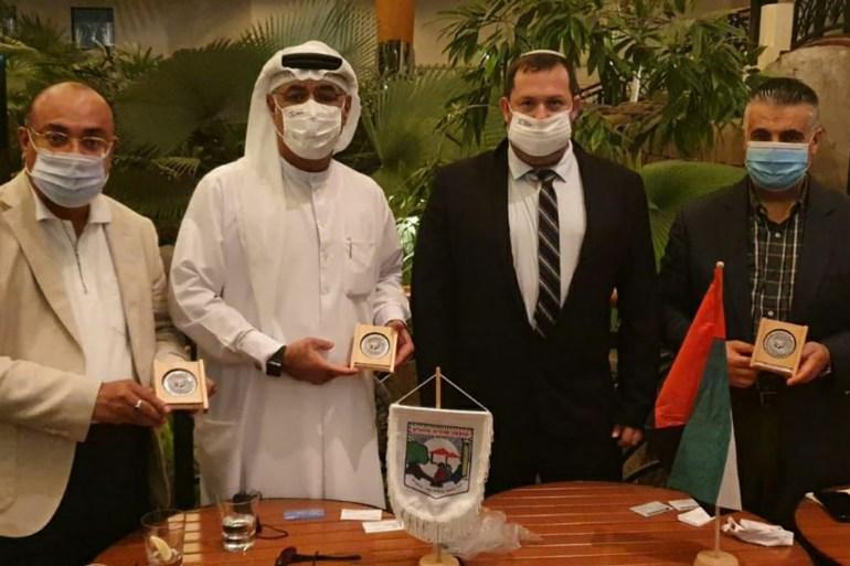 لقاء سابق بين وفد رجال أعمال إسرائيليين في أبو ظبي للتوقيع على اتفاقيات لتصدير منتجات المستوطنات إلى الإمارات (مواقع التواصل)