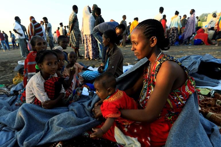 مئات الآلاف من سكان إقليم تيغراي فرّوا من مناطقهم بسبب القتال بعد هجوم الجيش الإثيوبي (رويترز)