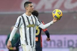 رونالدو سجل هدفين بمباراته رقم 100 مع يوفنتوس وقاده للفوز على جنوى (رويترز)