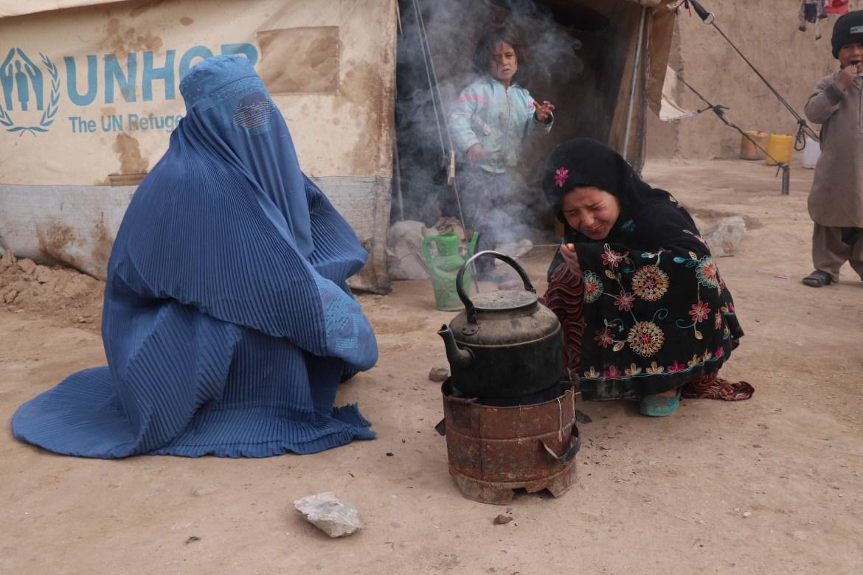 النازحون يعانون من نقص المواد الغذائية وينتظرون المساعدات من فاعلي الخير (الأوروبية)