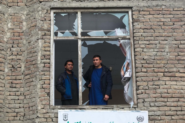 إطلالة من نافذة منزل تهشم زجاجه من تفجير في كابل (الأوروبية)