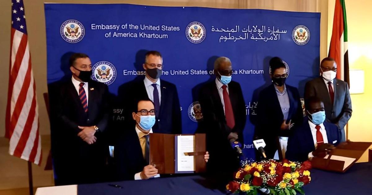 اتهامات للحكومة بممارسة الإلهاء.. السودان يوقع اتفاق التطبيع مع إسرائيل في هدوء