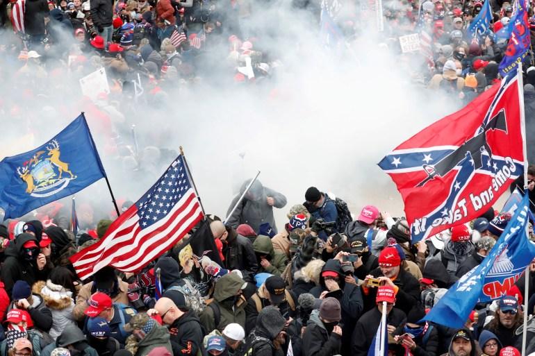 """المجلة وصفت اقتحام الكابيتول بأنه """"تمرد"""" على الديمقراطية الأميركية (رويترز)"""