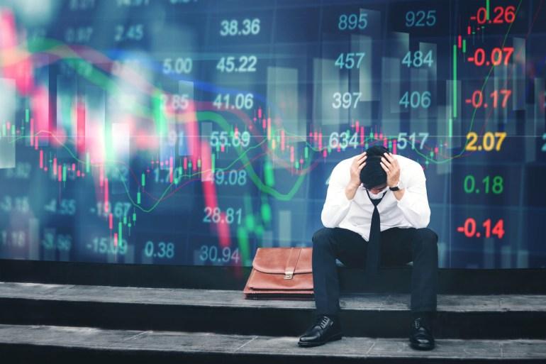 المتداول المبتدئ يتخذ قرارات غير محسوبة تضر باستثماراته (غيتي)