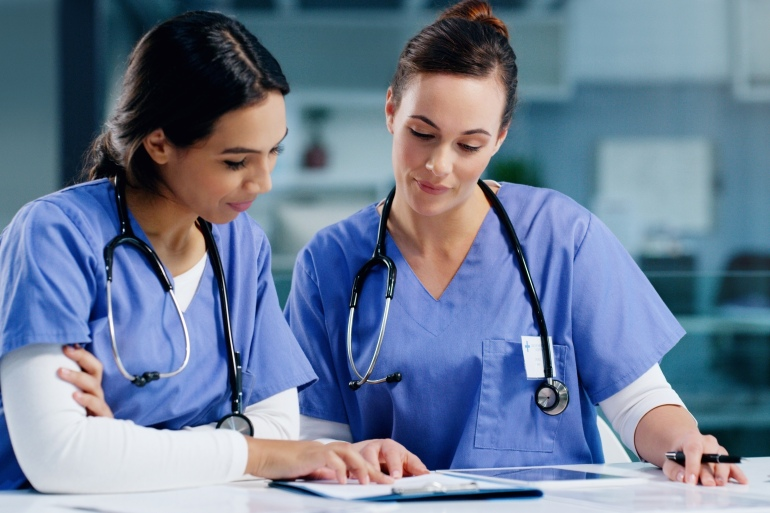 10 أسباب للزواج بممرضة | مرأة | الجزيرة نت