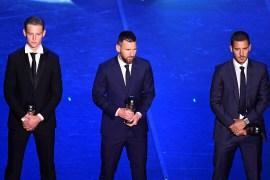 هازارد (يمين) إلى جوار ميسي في حفل الفيفا لتوزيع جوائز الأفضل عام 2019 (رويترز)