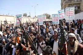 مظاهرة خرجت في صنعاء قبل أيام للتنديد بقرار إدراج الحوثيين على قائمة الإرهاب (رويترز)