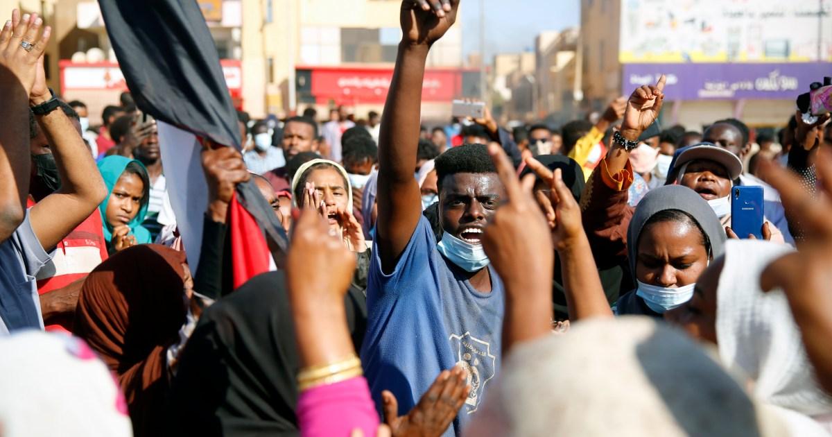 تجمعها الأوضاع الاقتصادية المتردية.. تحركات احتجاجية في لبنان والسودان