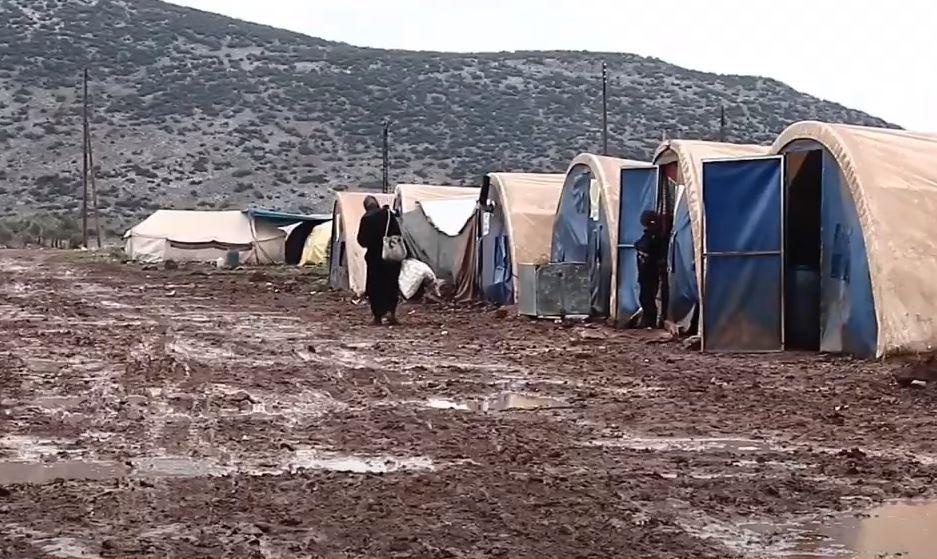 المنخفض الجوي يفاقم أوضاع النازحين شمالي سوريا واللاجئين في لبنان