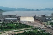 This handout picture taken on July 20, 2020, and released by Adwa Pictures on July 27, 2020, shows an aerial view Grand Ethiopian Renaissance Dam on the Blue Nile River in Guba, northwest Ethiopia. Ethiopia said on July 21 it had hit its first-year target for filling the Grand Ethiopian Renaissance Dam, a concrete colossus 145 metres (475 feet) high that has stoked tensions with downstream neighbours Egypt and Sudan. (الفرنسية)