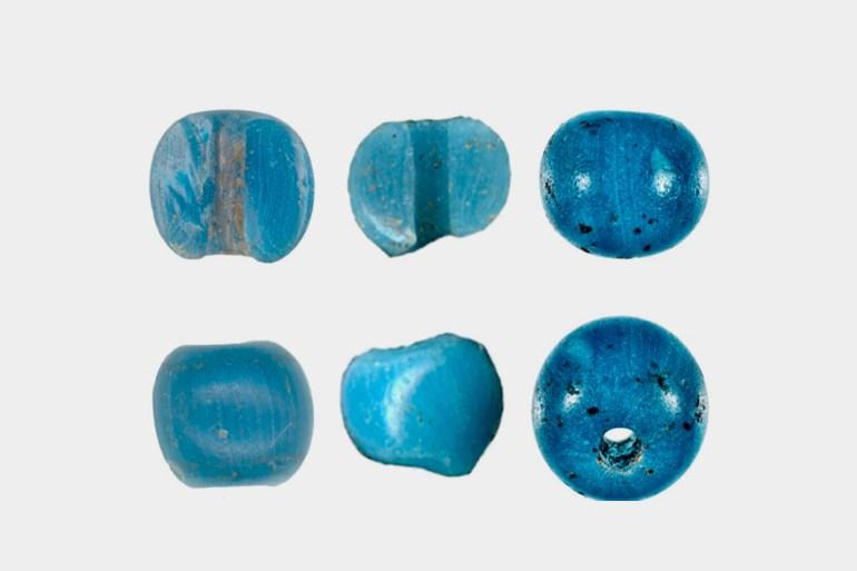 في ستينيات القرن العشرين اكتشف عالم آثار أميركي أولى حبات الزجاج الأزرق، ومنذ ذلك الحين تم اكتشاف 10 حبات في 3 مواقع (سي إن إن)