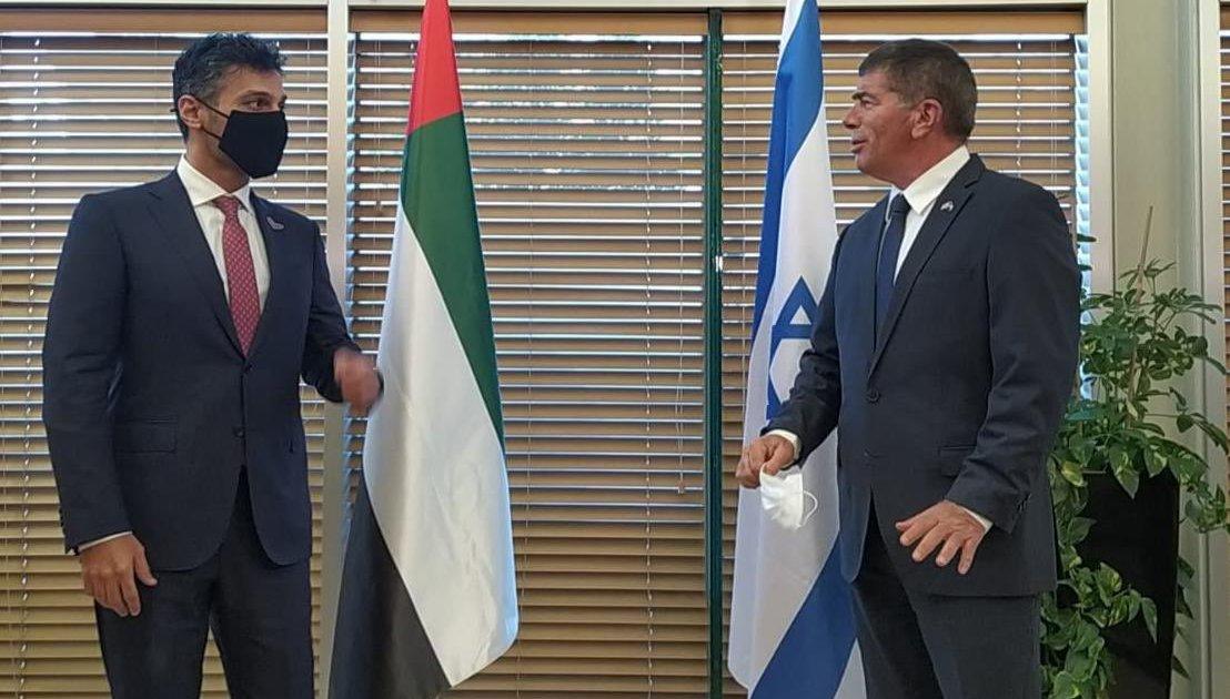 أول سفير إماراتي بتل أبيب يقدم أوراق اعتماده لرئيس إسرائيل