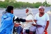 """مبادرة إفطار """"عابر سبيل"""" انطلقت من أحد المنازل قبل أن تنتقل إلى إحدى المدارس بعد تزايد عدد المتطوعين (الجزيرة)"""