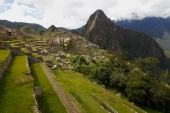 Terraces are seen next to the Inca citadel of Machu Picchu in Cusco December 2, 2014. Machu Picchu, a UNESCO World Heritage Site, is Peru's top tourist attraction, with the government limiting tourists to 2,500 per day due to safety reasons and concerns over the preservation of the ruins. REUTERS/Enrique Castro-Mendivil (PERU - Tags: SOCIETY TRAVEL ENVIRONMENT) (رويترز)