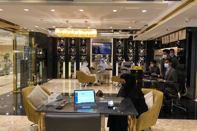 توفير خدمة التسوق الإلكتروني زاد من أرباح محلات الذهب (الجزيرة)