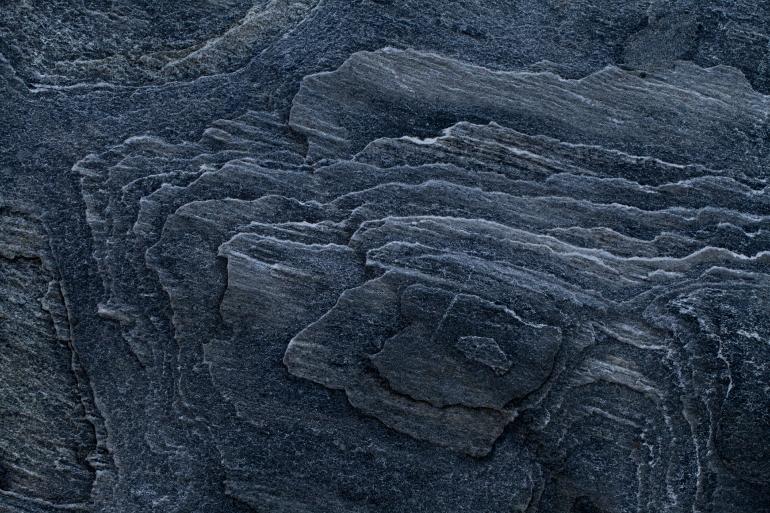 كيف يتشكل الألماس في أعماق الأرض من المعادن السطحية