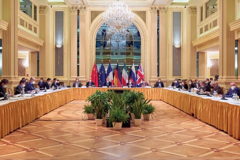 الأطراف المشاركة في مفاوضات فيينا أرجأت الاجتماعات أسبوعا لإفساح المجال للوفود للتنسيق مع عواصمها (رويترز)