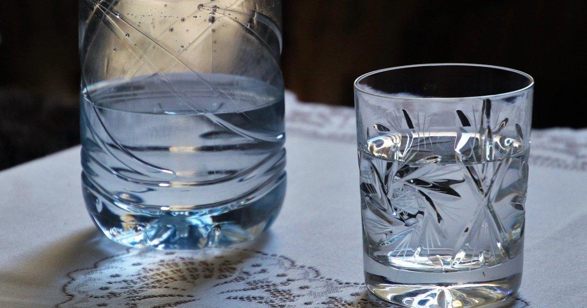 المياه المعدنية أم ماء الصنبور النقي؟ إليك الفروق والفوائد