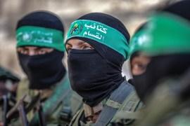 كتائب القسام تحتفظ بـ 4 أسرى إسرائيليين (الأناضول)