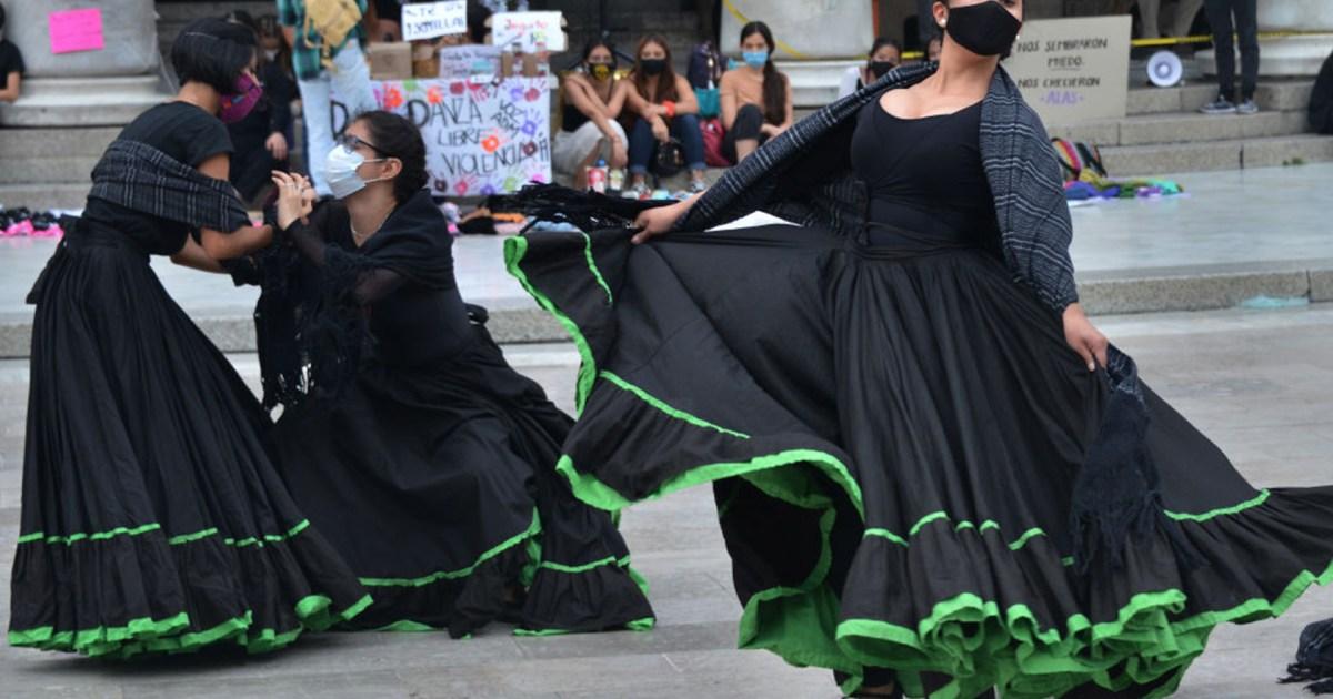 مصارعة حرة ويوغا ورقص.. عروض ترفيهية لدعم حملات التطعيم في المكسيك