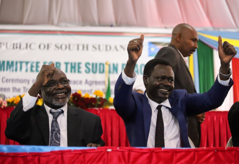 مني أركو مناوي (يمين) مع جبريل إبراهيم رئيس حركة العدل والمساواة ووزير المالية في الحكومة الانتقالية (رويترز) بوادر اعتراض