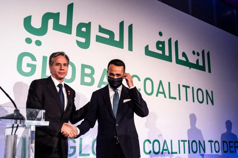 وزير الخارجية الأميركي أنتوني بلينكن (يمين) رفقة نظيره الإيطالي لويجي دي مايو أثناء اجتماع وزاري للتحالف الدولي لمواجهة تنظيم الدولة انعقد في روما (الفرنسية)