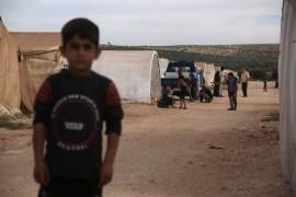 مخيمات الشمال السوري حيث معظم الأيتام السوريين يعيلون أسرهم النازحة في المخيمات الفقيرة (الجزيرة نت)