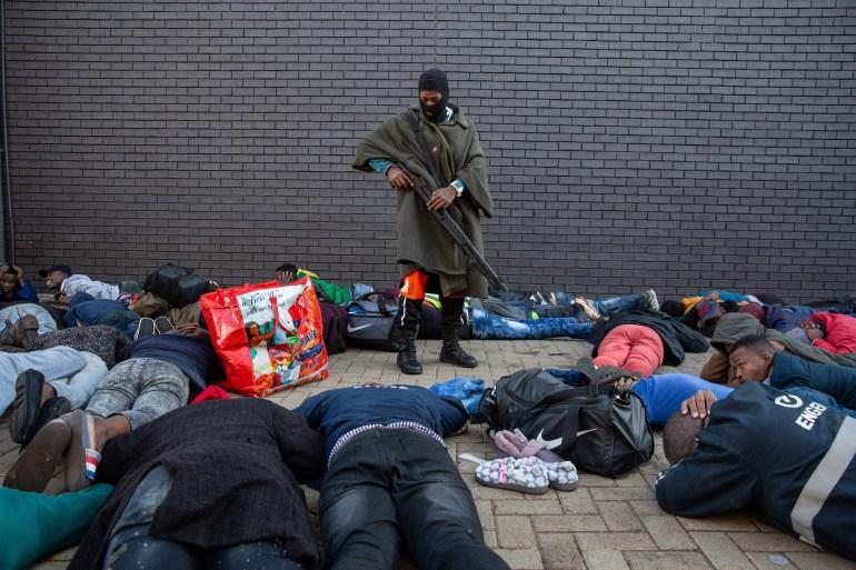 جنوب أفريقيا .. عشرات القتلى وأحدث مشتعلة