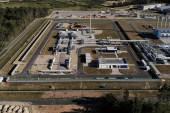 منشأة للغاز الطبيعي بألمانيا وهي جزء من خط الأنابيب الذي ينقل الغاز الروسي لألمانيا عبر البلطيق(رويترز)