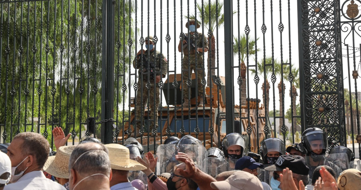 تونس.. انخفاض السندات الصادرة عن البنك المركزي بعد تجميد البرلمان وإقالة الحكومة