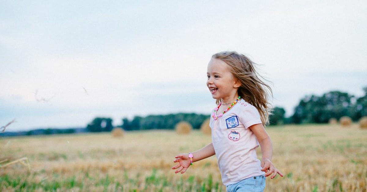 لا يحتاج الأطفال إلى أن يكونوا الأفضل.. بل أن يكونوا سعداء