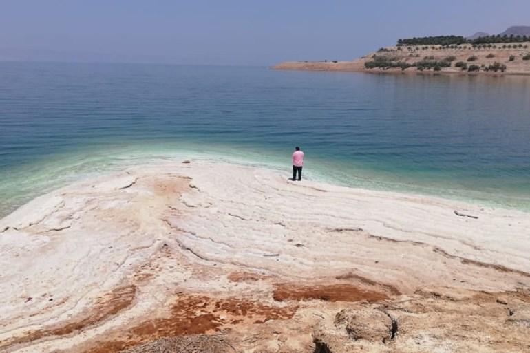 استمرار انحسار مياه البحر الميت يخلف آثارا بيئية واقتصادية خطيرة (الجزيرة)