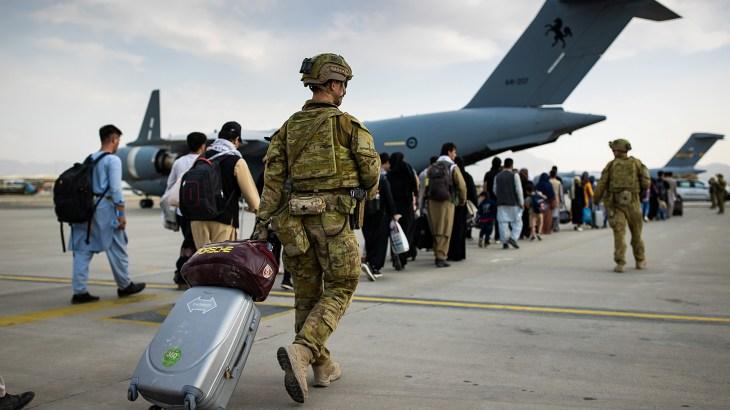 """أفغانستان.. موسكو: علينا إقامة علاقات مع الحكومة الجديدة وفرنسا وبريطانيا تقترحان إنشاء """"منطقة آمنة"""" في كابل أفغانستان.. موسك Image-517"""