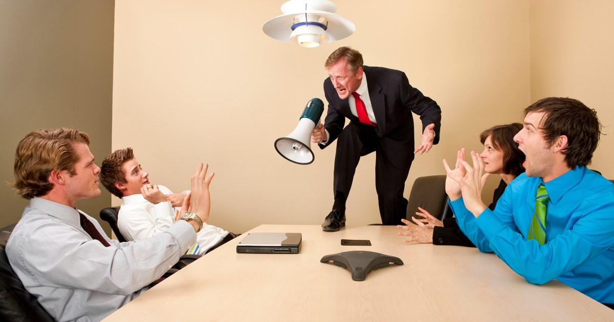 قبل أن تخسر موظفيك.. إليك أسوأ الطرق في إدارة فريق العمل