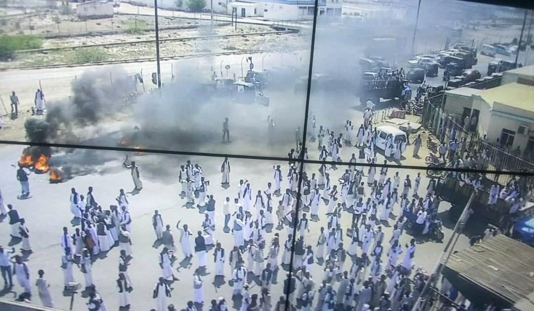 """انتقد حكومة """"الأحزاب المجهرية"""".. مجلس نظارات البجا بشرق السودان يسلم رسالة لمجلس السيادة"""